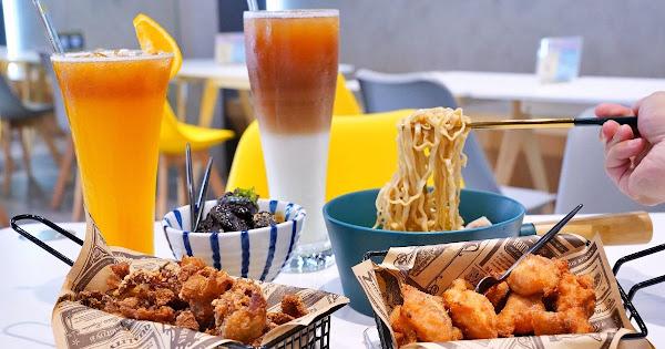 雞茶大隊 |台中西區美食,文青茶館全新升級,不限時附插座的舒適空間,宵夜聚會聊天的好所在!