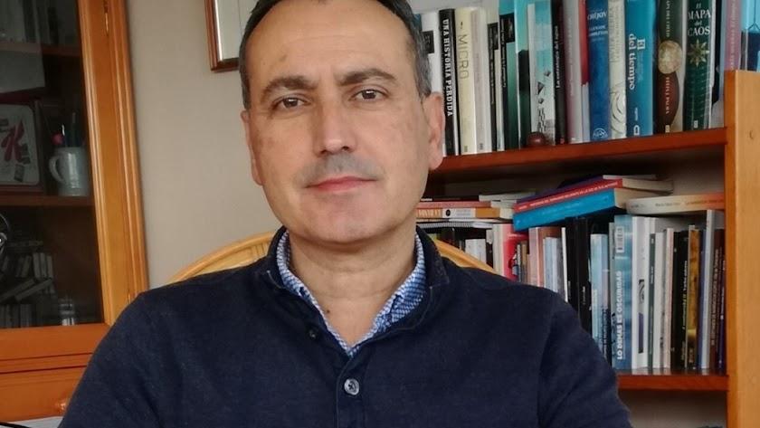 Fernando Martínez López acaba de ganar el Premio Andalucía de la Crítica en la modalidad de novela.