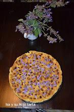 Photo: Isa y su mijotarta adornada con flores de salvia