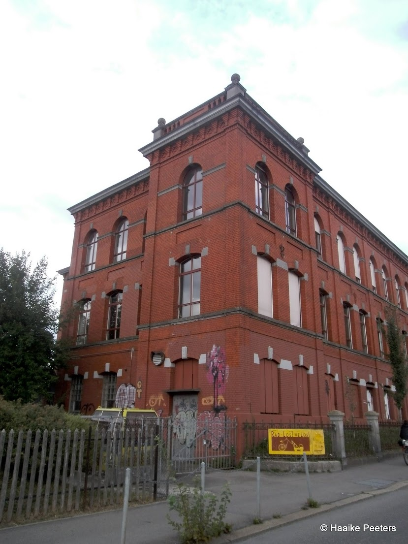Rote Fabrik (Le petit requin)