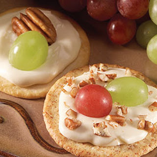 Creamy Brie Crackers Recipe