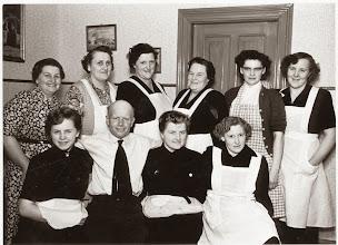 """Photo: 1956 Magda Bøjer, Ninna Nielsen, Ester Johansen, Ninna Flak, Gerda Jensen, Birgith Jensen Første række: Hanne Viborg, """"Fløde Niels"""", ??, Dagmar Nielsen Indsendt af Mona Bæk"""