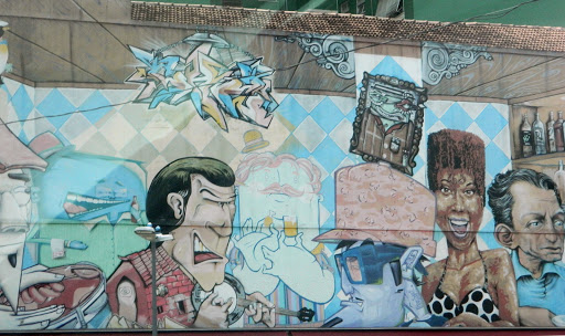 building-art.jpg - Artistic walls line the town's side streets.
