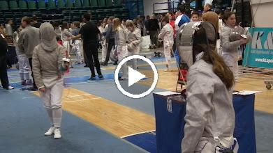 Video: Kata in de poule tegen ...