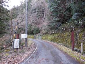 林道の先に聖心殿