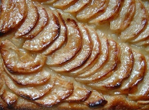 Once the tart is removed from the oven, heat the jelly with the brandy...