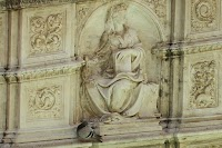 Piazza del Campo, Fonte Gaia (detail van het linkse zijpaneel met La Sapienza)