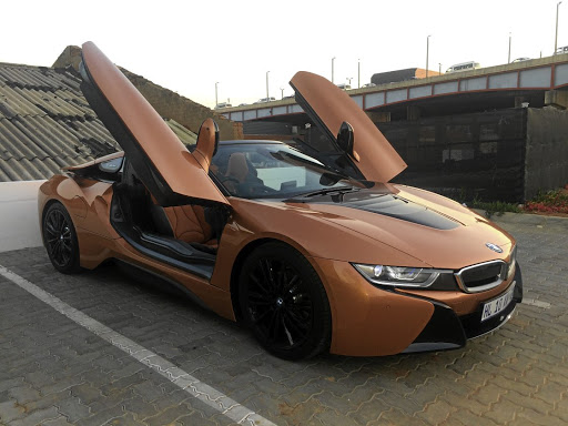 Bmw I8 Roadster Stand Out From The Crowd