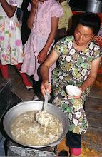Photo: 03311 ハドブルグ家/麺作り/羊肉の角切りスープに塩味をつけて麺を煮込む。