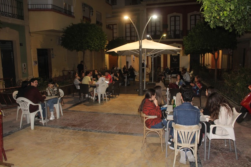 El Candil, tapería ubicada en la Plaza Urrutia.