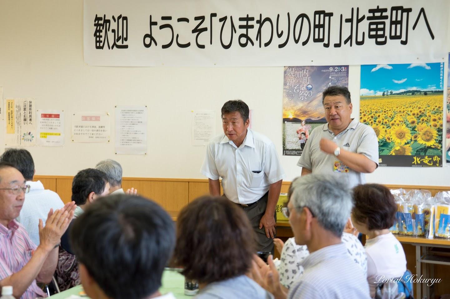 北竜町畑作生産組合・藤井二郎 組合長(左)と役場産業課・有馬一志 課長(右)