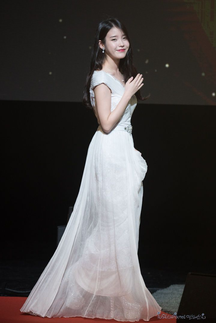 iuwhitegowns_7th anniversary fanmeeting 2015 b