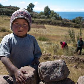 100% Focussing by Merina Tjen - Lim - Babies & Children Children Candids ( boy; serious; thinking; titicaca, lake; peru )
