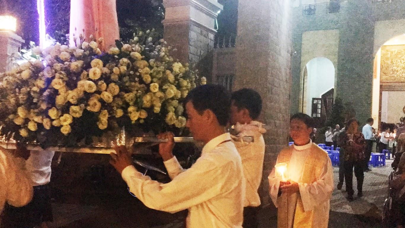 Giáo xứ Phú Bình : Đội mưa rước kiệu kính Mẹ Mân Côi - Ảnh minh hoạ 3