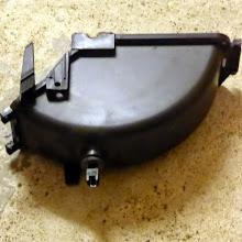 Photo: Gehäsedeckel des Ventilators, oben Mitte Filzlager für die Motorachse, rechts Scharnier. Unten Temperaturfühler?