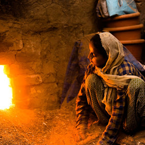 Keeping the kiln Going by Avanish Dureha - People Portraits of Women ( avaniish dureha, potters village, new delhi, dureha@gmail.com, india )
