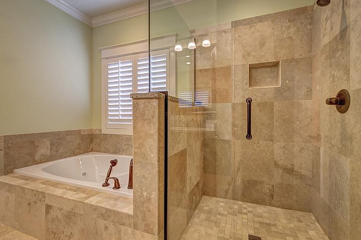 Poznaj systemy odpływowe prysznica bez brodzika