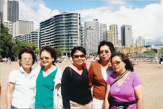 Photo: Từ trái sang: Cô Nữ, Năm, Cô Vàng, Mỹ Châu & Bình Việt ( Úc Châu 2007 )