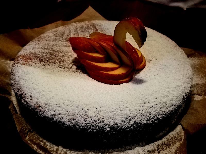 Noi facciamo torte con cigno di mele  di Robyvf