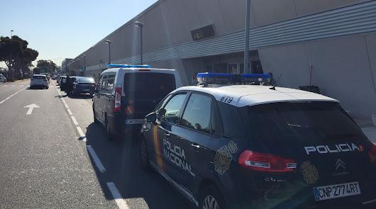 Una mujer ingresa muy grave tras ser atacada por su ex pareja en el Aeropuerto