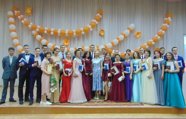23 июня 2018 года для выпускников 11 класса МБОУ «Гимназия №8» г. Шумерля  состоялся праздник окончания школы и начала новой взрослой жизни. 2e2061f71f8