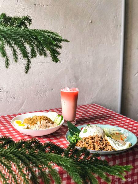 Saladaeng Cafe|當泰式碰上乾燥花和霓虹燈・ig打卡超美泰式咖啡廳!