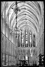 Photo: The Cathedral and Collegiate Church of St Saviour and St Mary Overie am südlichen Ufer der Themse im Londoner Stadtteil Southwark. Das im Stil der Gotik gehaltene Kirchengebäude stammt im Wesentlichen aus der Zeit von 1220 bis 1420.