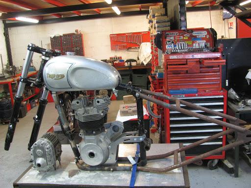 Triumph engine on a rigide lowbrow frame