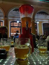 Photo: 3l dobrýho piva za 16CUC. Příjemný posezení venku na náměstí v ceně.