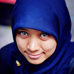 Look at my eye by Dian Manik - People Portraits of Women