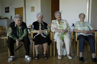 Photo: Alles aufmerksame Zuhörerinnen. Links, unsere Gönnerin Lilliane Senn