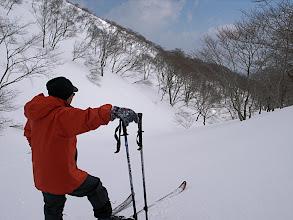 Photo: いい沢筋だがはなはだ悪雪