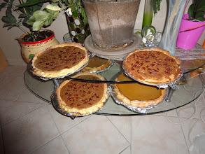 Photo: On voit ici le dessert : tartes aux potirons et noix de pécan qui se révèleront délicieuses.