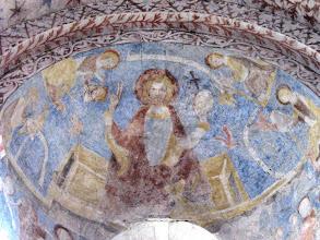 Photo: Martinskirche Neckartailfingen: Über dem Altarfenster der Pantokrator Christus, umgeben von den vier Evangelisten (Wandmalerein um 1300)