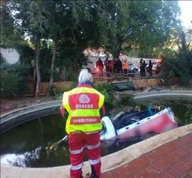 Joburg-man dood toe 'n bakkie in die swembad neergestort het - SowetanLIVE