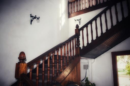 Foto de las escaleras al interior de la casona