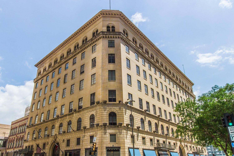1900 Elm Apartments In Dallas Texas Pet Friendly Apts