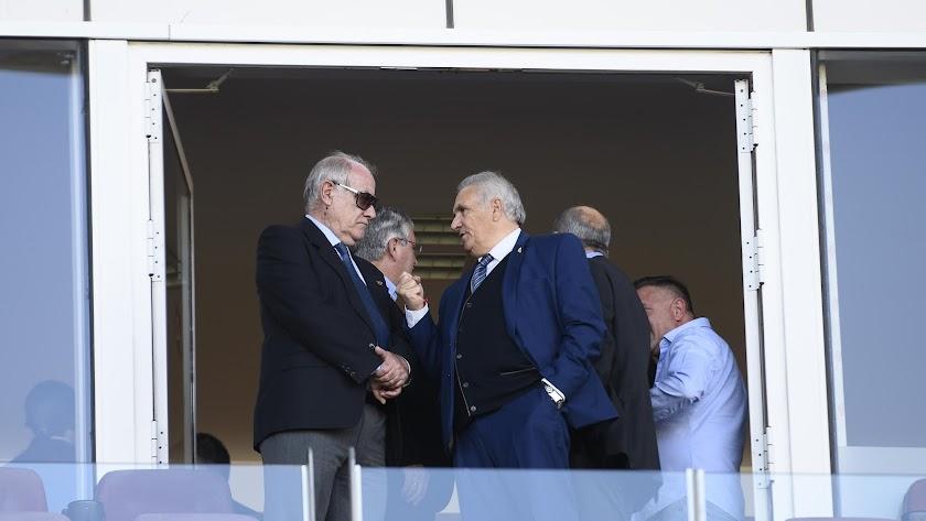 Doblado con Alfonso García en el palco de Estadio de los Juegos Mediterráneos.