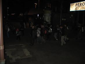 Photo: Jak się okazuje na peronie spotykamy jakiś młodzieżowy obóz wędrowny.