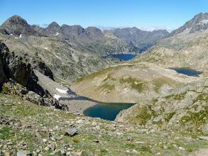 Photo: Col de la Fache, 2664m: sul fondo l'Embalse de Respomuso e la Spagna, qua si passa il confine ed è ancora Francia.
