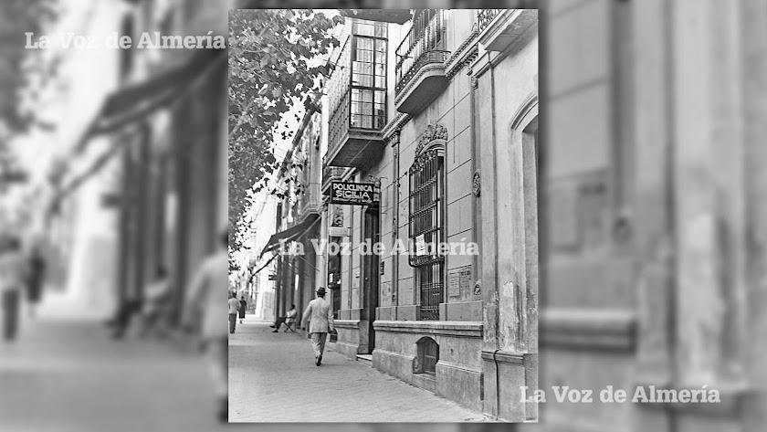 La policlínica  de los doctores Antonio Matínez Sicilia y Juan José Sicilia en los años 30. Domingo F. Mateos