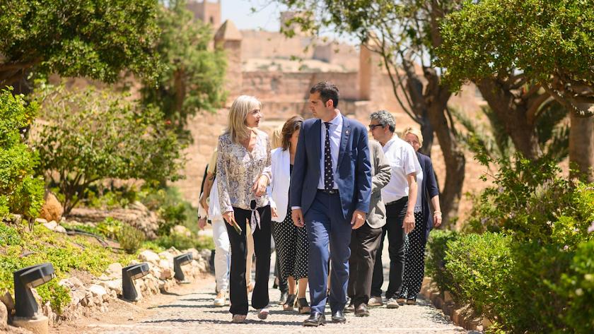 La consejera de Cultura y el alcalde de la capital recorren la Alcazaba de Almería.