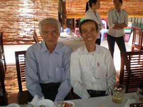 Photo: Anh Sinh (bạn thầy Tuấn) và thầy Hưng Lade