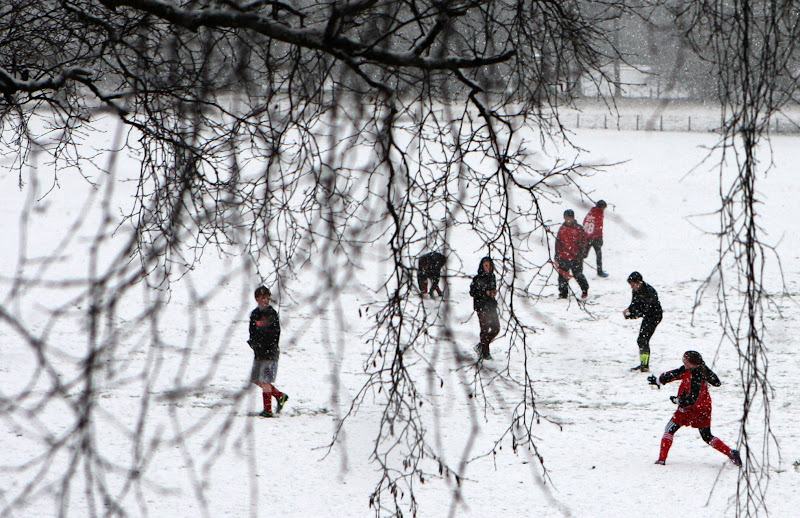 Photo: Heavy snow hits areas around Scotland A snow ball fight in a park Scottish Borders as Heavy snow hits areas around Scotland. PRESS ASSOCIATION Photo. Picture date: Sunday January 13 ,2013. See PA story WEATHER Snow. Photo credit should read: David Cheskin/PA wire