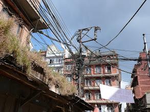 Photo: Elektriciteit in Kathmandu: en het werkt nog ook...