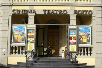 Photo: A movie theater showing I Simpsons IL Film