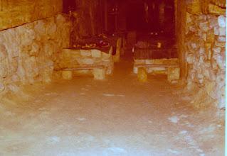 Photo: Hautakammiot kaiverrettiin kalkkikivestä 1800-luvulla, ja toisen maailmansodan aikana neuvostojoukot liikkuivat niitä pitkin. Odessan hautakammiot eroavat siinä mielessä perinteisistä katakombeista, että ketään ei ole haudattu sinne tarkoituksellisesti. Silti käytävillä liikkuessa voi törmätä tuntemattomiksi jääneisiin luurankoihin.