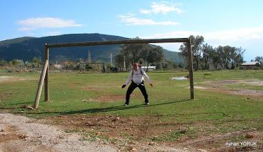 Photo: Sol tarafından golü yedin Mehmet Hocam. - Çile Köyü EFES-MİMAS (İYON) YOLU 4. Etabı - ALTARNATİF ROTA - 29.11.2015  (ÇİLE-AHMETBEYLİ-CLAROS Arası)