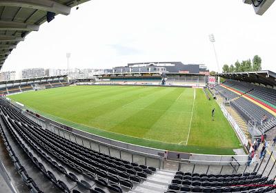 Het zit er bovenarms op tussen Oostende en Bouwgroep Versluys, letters Versluys Arena worden van het stadion gehaald