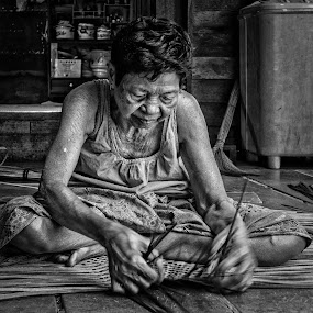 Life by Vijay Tripathi - People Portraits of Women ( old, black and white, worker, artist, women )